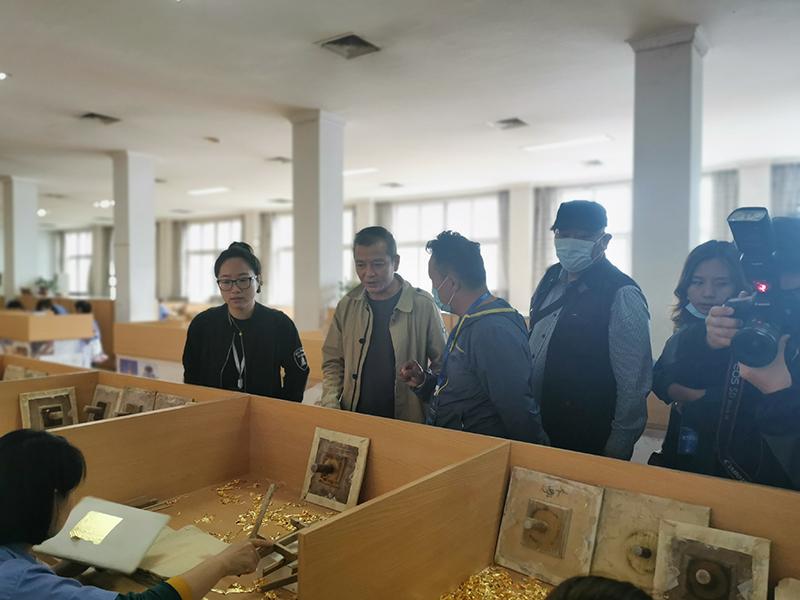 近三十名藏区企业家走进火狐体育入口火狐体育公司参观交流